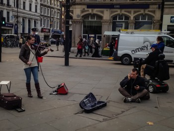 Girl busking while a douchebag listens to his ipod right in front of her speaker